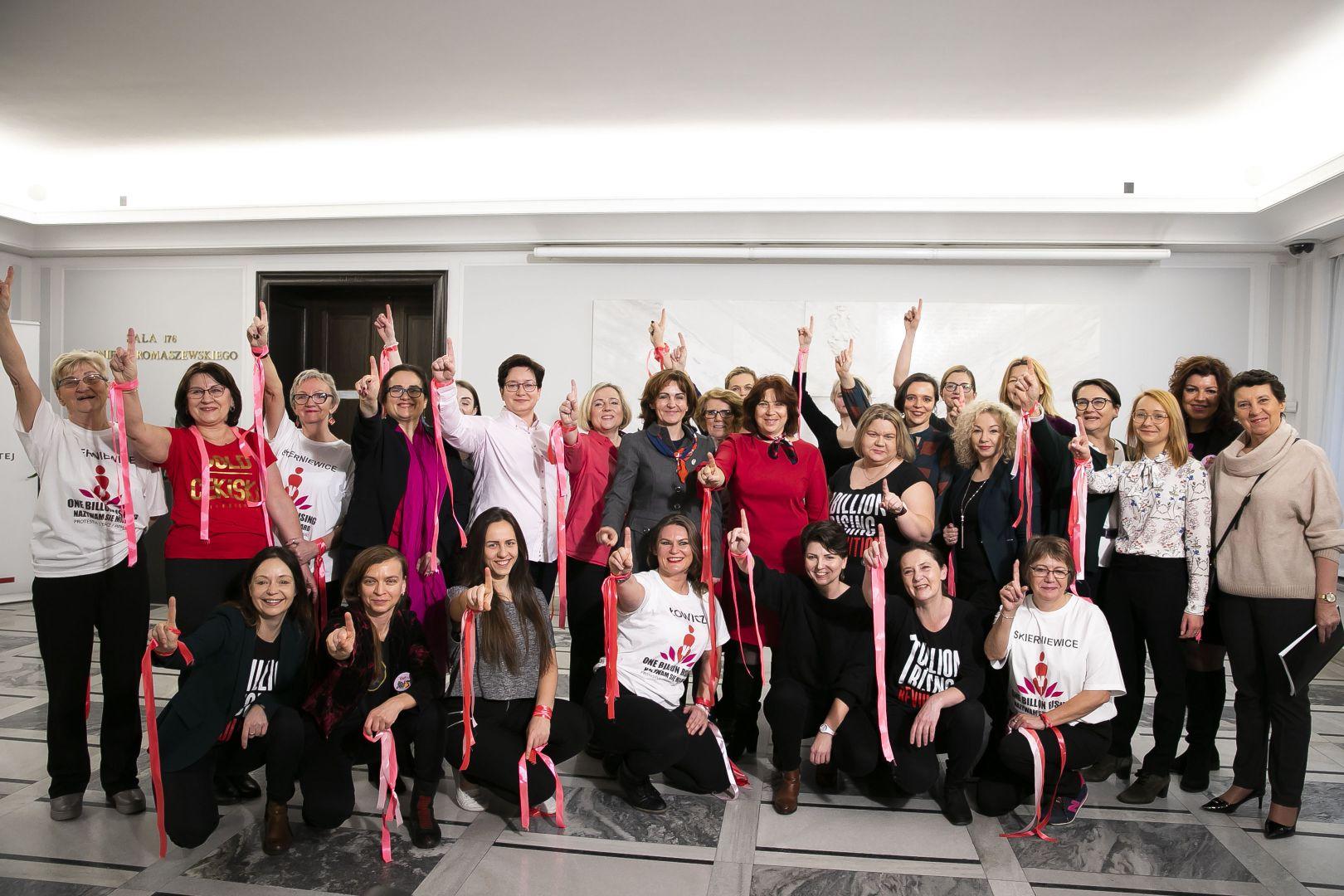 Akcja #OneBillionRising w polskim parlamencie