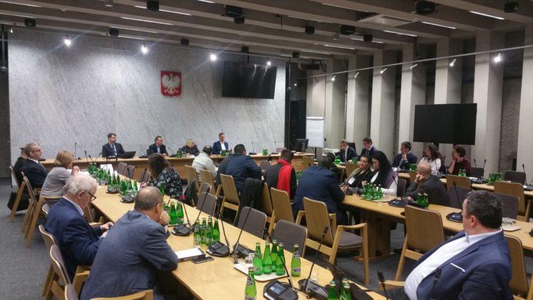 Komisja MNE o informacji MSWiA i MEN dot. sytuacji mniejszości romskiej