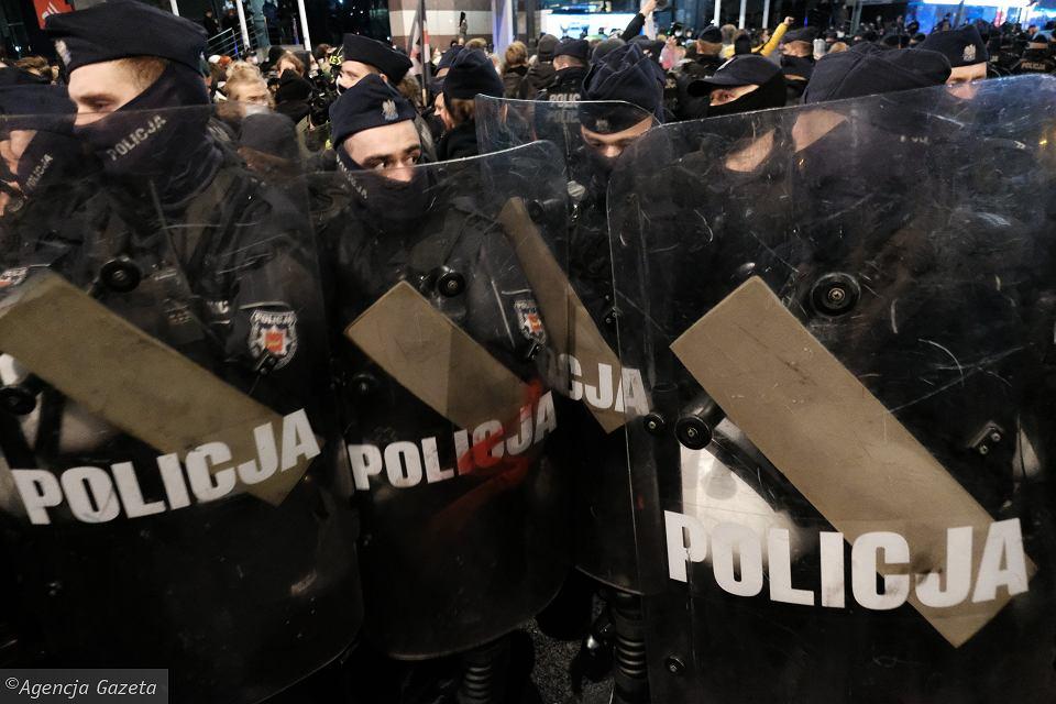 Polska policja jest słaba wobec silnych i silna wobec słabych