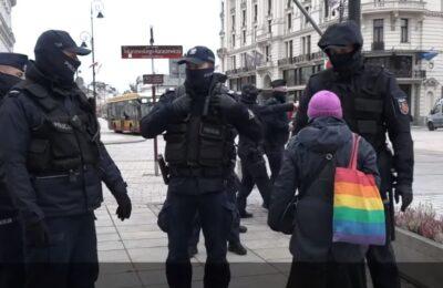 Na jakiej podstawie policja może zabraniać się nam swobodnie przemieszczać?